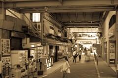 阪急三宮高架下