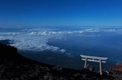 山頂への鳥居