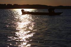 夕暮れの漁