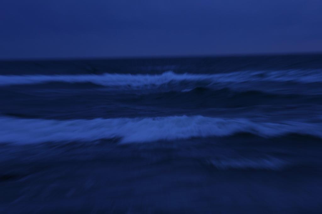 打寄せる波