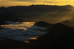 雲海を照らす