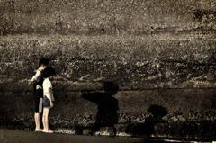 海辺の兄妹