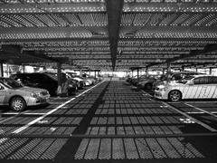 水玉柄駐車場