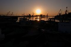 夕景の漁船