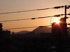 ビルに沈む夕日