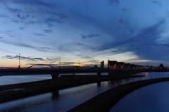 暮れの淀川大堰