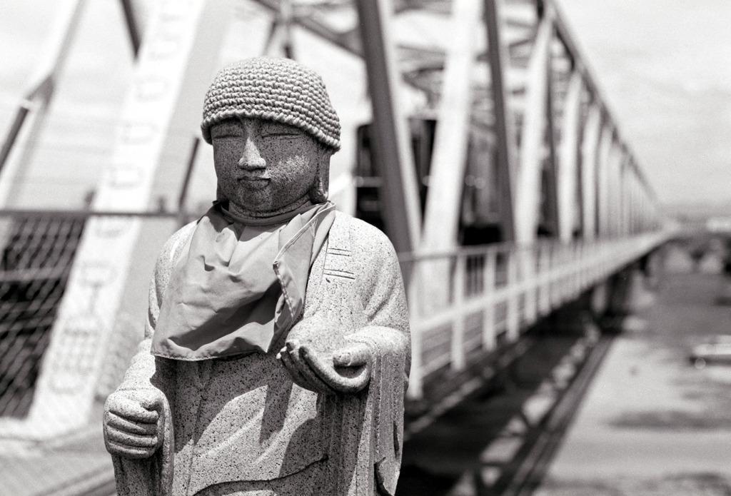 鉄橋とお地蔵様
