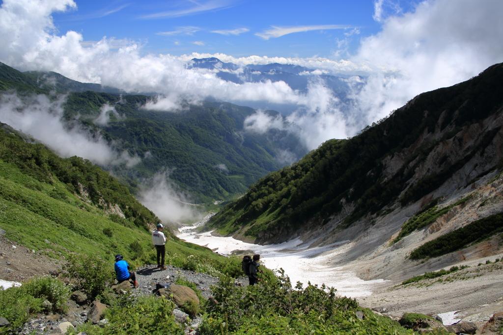 大雪渓を登り切って