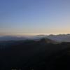 夜明けの山並み