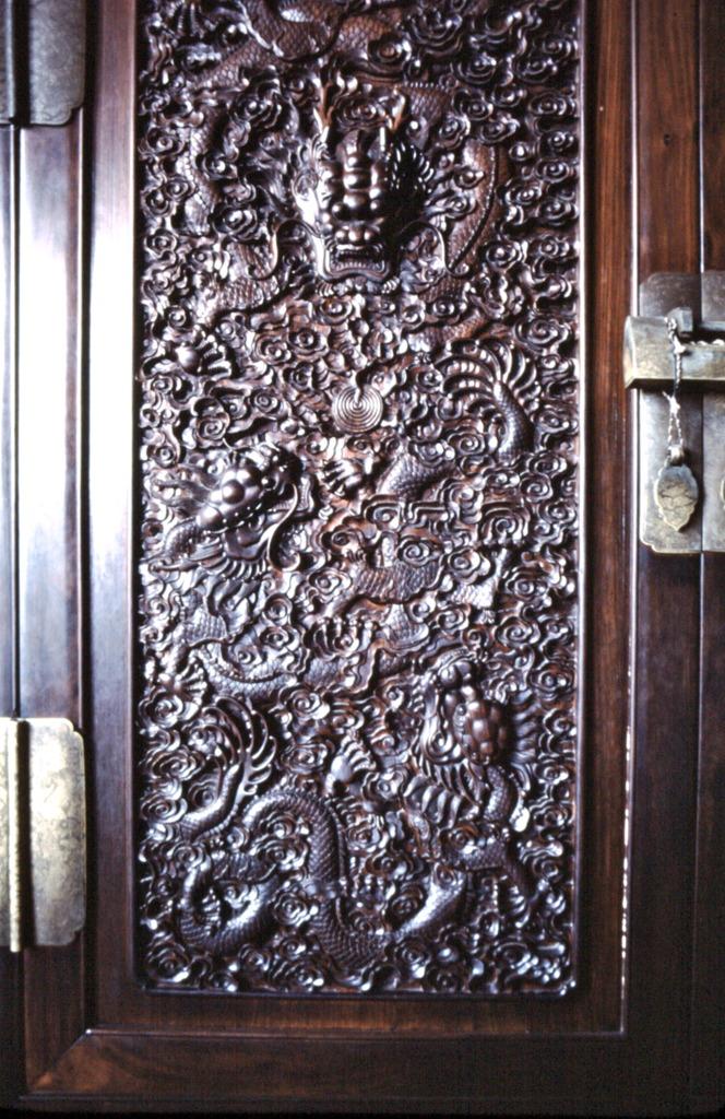 故宮・紫檀の扉