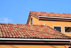 ご近所散歩・南欧風の屋根