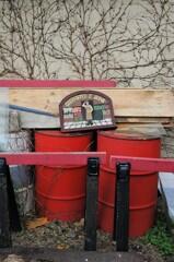 赤いドラム缶