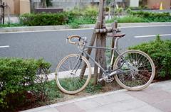 灰色の自転車