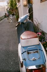 水色のスクーター