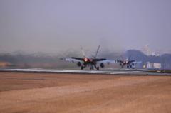 さらば東京シリーズ〜戦闘機の離陸を真後ろから撮ったらこうなります
