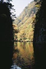 三段峡・黒淵から紅葉を臨む