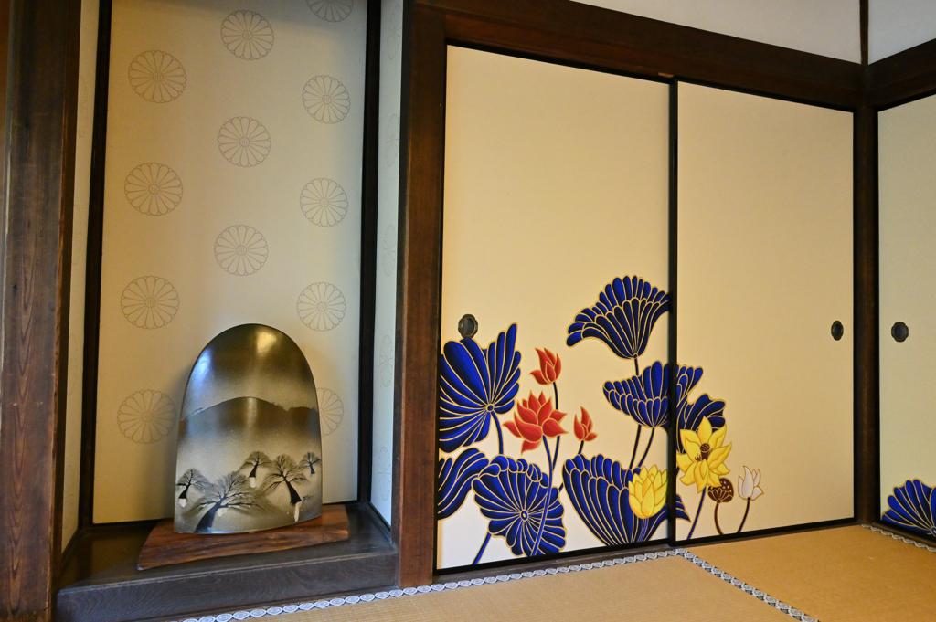 蓮の襖絵2 華頂殿