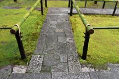 雨の高桐院入口1