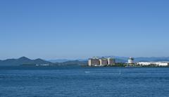 初夏の琵琶湖畔 雲ひとつなく
