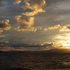 波高し湖東夕日