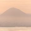 日の出 朝靄の近江富士