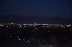 山梨 夜景越しの富士山
