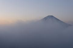 霧の本栖湖
