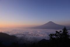朝陽に染まる雲