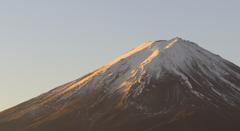 冠雪少な目の富士山