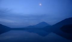 富士その上には月