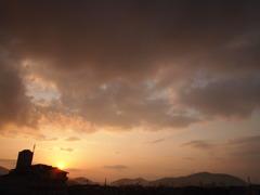 その色にその雲に
