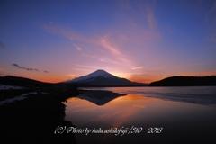 夕景の逆さ富士