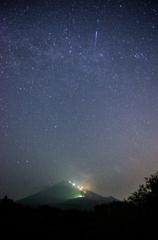 流星と富士山