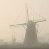 印旛沼・風車 - 穏やかな濃霧の朝 -