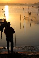 印旛沼・朝景 - アングラーと漁師 -