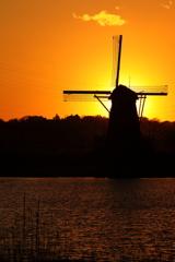 印旛沼・風車 - 真冬の夕暮れ -