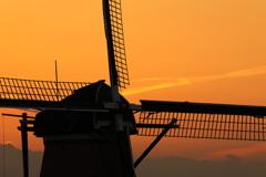 印旛沼・風車 - 穏やかな秋の夕暮れ -