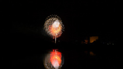 大池越しに薬師寺となら奈良まつり花火