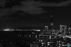 博多湾と福岡タワークリスマスイルミネーション