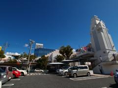 コダックブルーの青空と塔