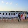 沖縄の海に向かって