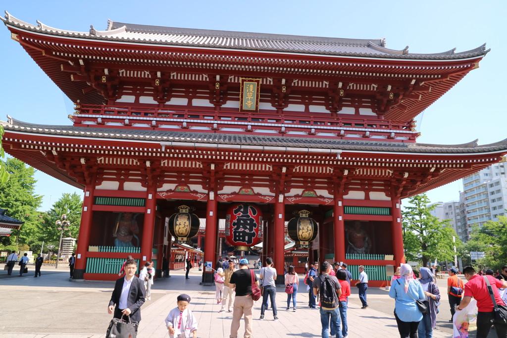 浅草寺を歩く