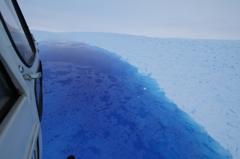 氷の上の水