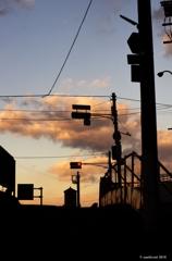 朝焼けの空とシルエット