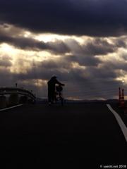 通学路は、光芒の中