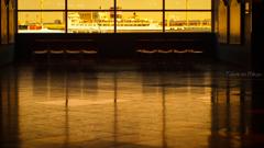 港がみえる窓辺 黄昏