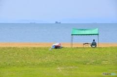 俳句 : 夏の海、海パン忘れて ヒマになる。