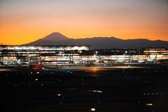 夕暮れ空港