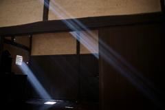 下地窓の光