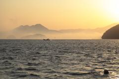 朝霧の出港